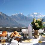 Breakfast in Kongde am Geburtstag mit Mt. Everest Blick und dann noch mit dem Heli einen Rundflug