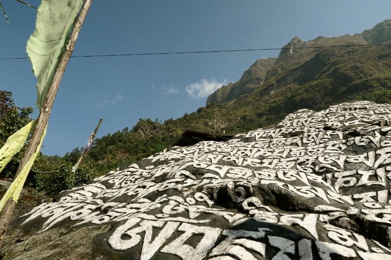 Vorbei an Manimauern ins Everest Gebiet