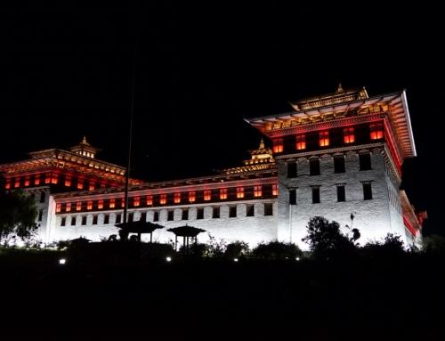 Bhutan-Reise bis Bumthang mit Inlandsflug, Tageswanderungen und Klosterfeste